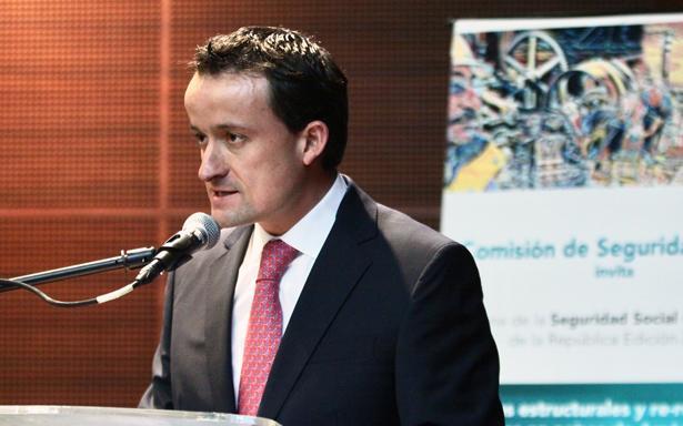 Mikel Arriola. IMSS